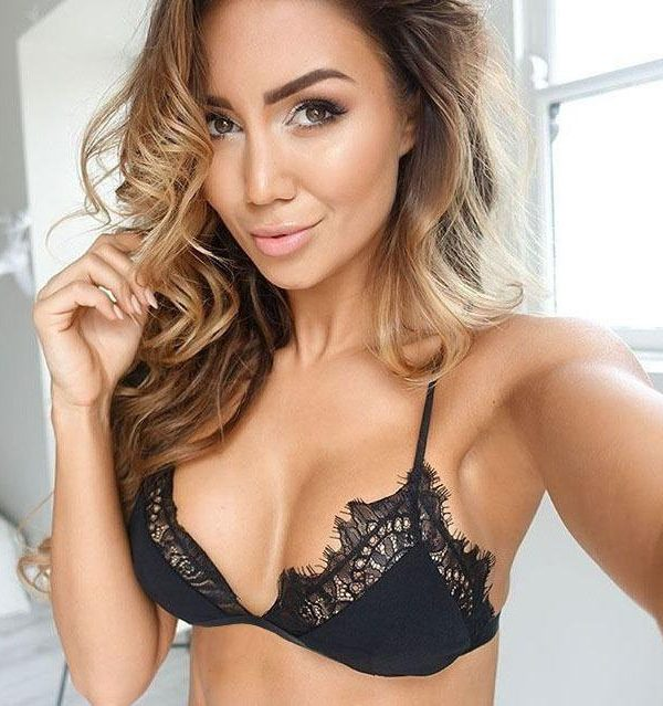 Black Lace Push-up Bra with Scalloped Edge