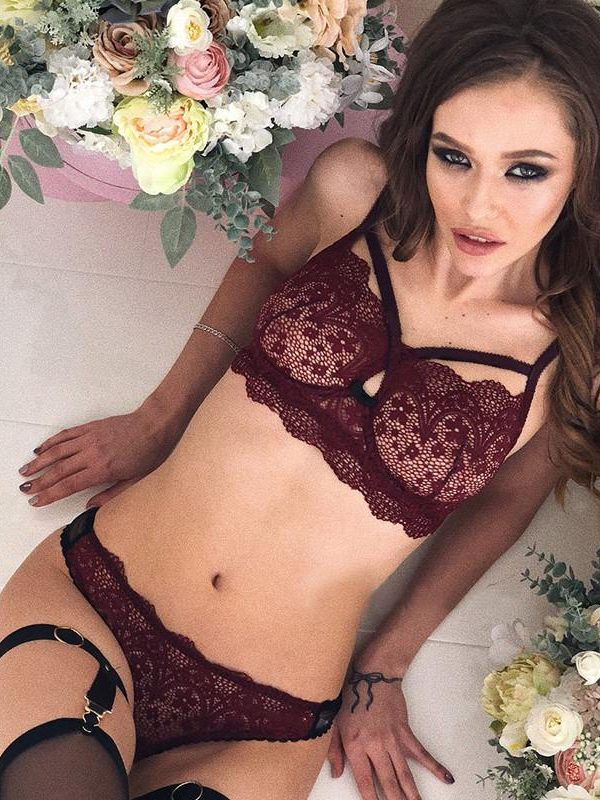 Red Crisscross Scalloped Lace Trim Lingerie Set